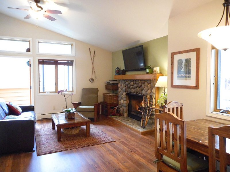 Walk To Lake! Upgraded Sunny, And Quiet Upper McCloud One 1 Bedroom, alquiler de vacaciones en Lago Tahoe