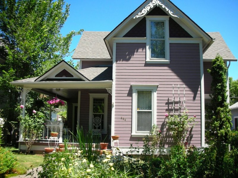 Classic Victorian- Sleeps 8...a Short Stroll to the Theatres, vacation rental in Ashland