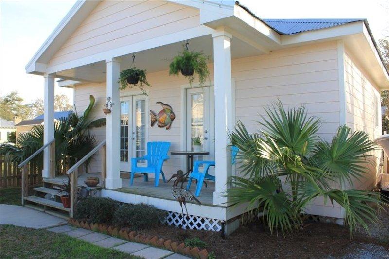 Quaint Cottage, Walk to Beach and Old Town Bay St. Louis, alquiler vacacional en Bay Saint Louis