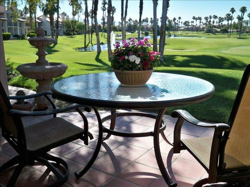 Gorgeous Condo-Lakes, Fountains & Pools - Newly Opened Dates April 15-19, 2017!, alquiler de vacaciones en Palm Desert