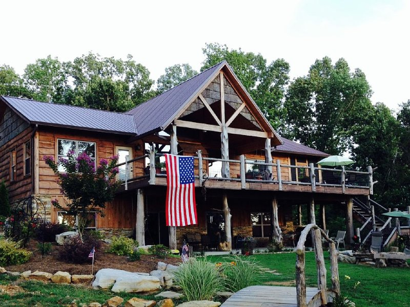 Come Relax, Fish, Shop or just sit by the firepit and watch the deer walk by., holiday rental in Guntersville