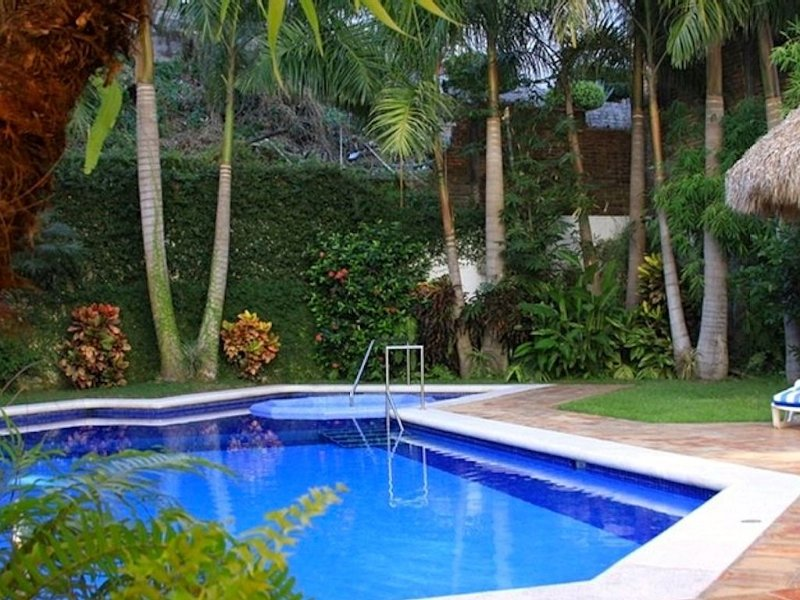 Luxury Condo (Perfect) Location Old Town-Romantic Zone Beach. WITH NO HILLS!, vacation rental in Puerto Vallarta