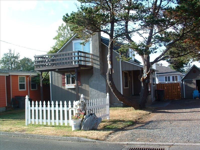 Super Cute. Close to Beach. Easy walking distance to Downtown., location de vacances à Seaside