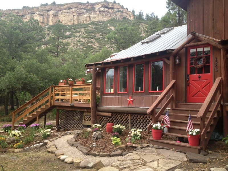 Log Cabin & Hut, WIFI, 13 acres; borders  Nat Forest; 5 min. to town! Sleeps 9, holiday rental in Durango