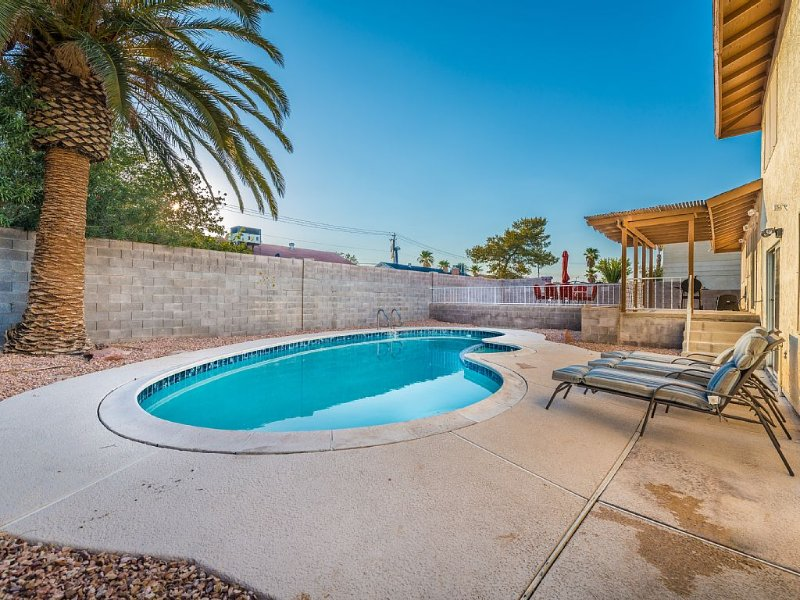 Amazing Las Vegas Vacation, just off the Strip with a Pool!, holiday rental in Las Vegas
