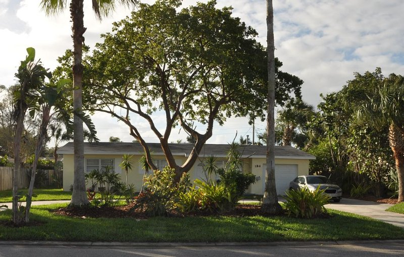Close to the Ocean!!!  Walking distance!!!, holiday rental in Palm Shores