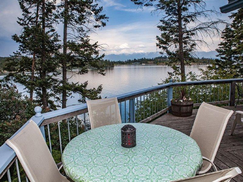 Lakefront Hideaway! Hot Tub. Deck. Fire Pit. Dock. Views. Canoe. Comfort., location de vacances à Somers