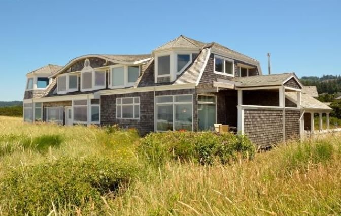 Beach front, ocean front. 7 Beds, 5 1/2 baths. Gorgeous., location de vacances à Neskowin