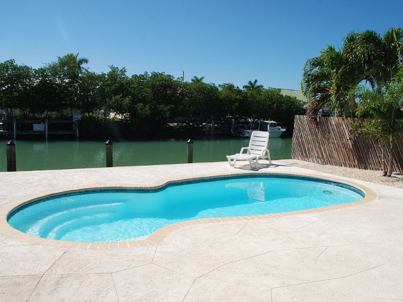 Beautiful Home in Key Colony Beach! Private Pool. Dock. Tiki Hut, vacation rental in Key Colony Beach