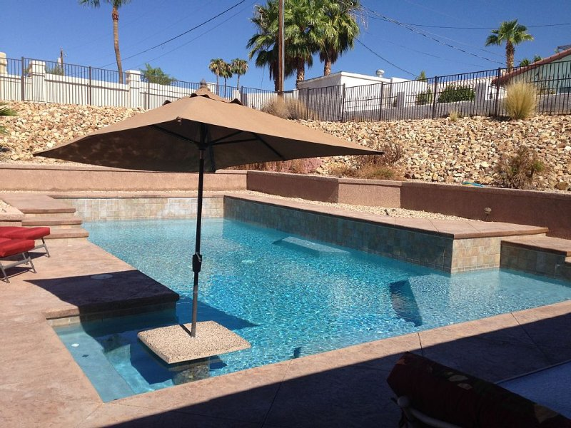 4 Bedroom Pool Home minutes  to the Lake, Launch Ramp and Golf Course, casa vacanza a Lake Havasu City