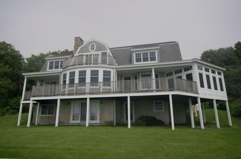 Beautiful Beachfront 6 BR  House in Kittery Point - Sleeps 12, alquiler de vacaciones en Kittery Point