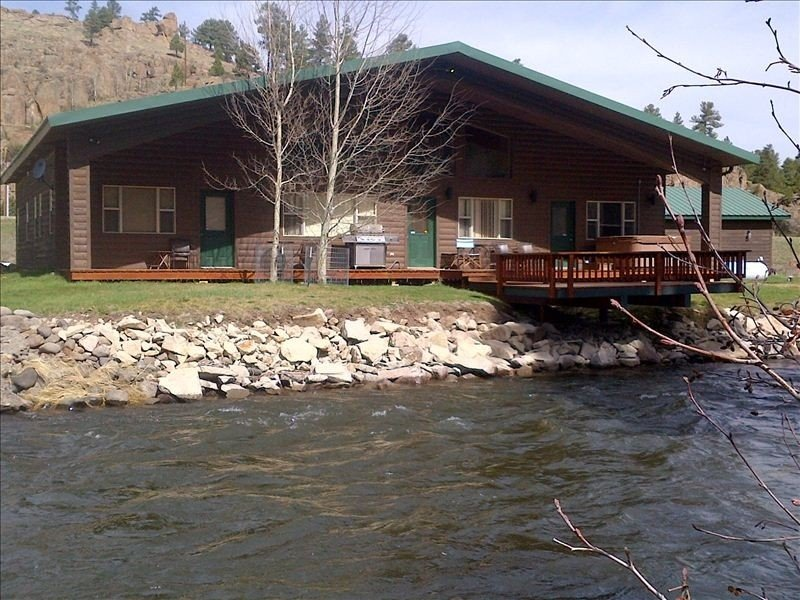 ELK RIVER HOUSE, Sleeps 15, Hot Tub, Garage, Pool Table, Wi-Fi, Sat TV, holiday rental in South Fork