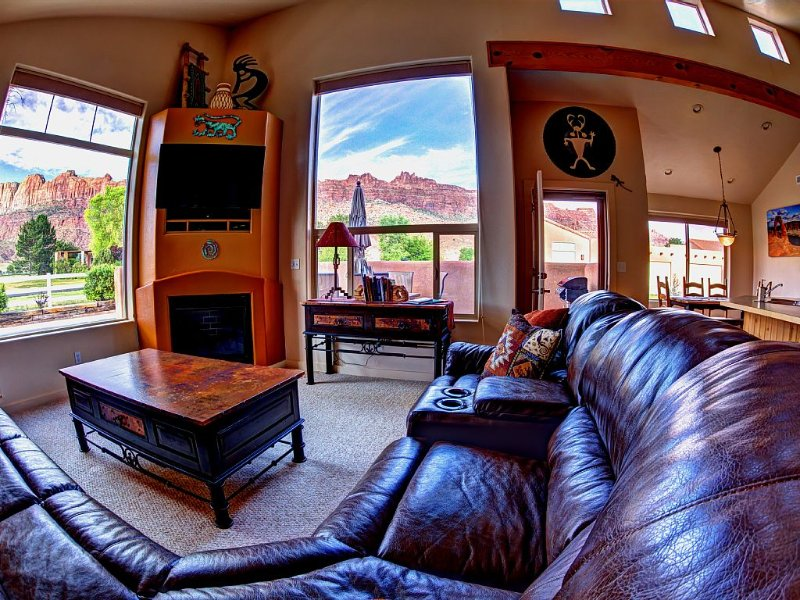 Best Views In Rim Village From Inside & Out! Comfort/Luxury/Decor!, vacation rental in Moab
