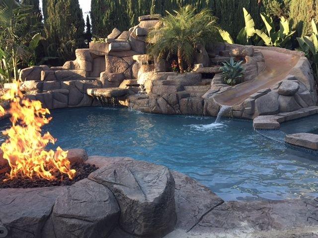 NEW LISTING-WALK TO DISNEY! SALT POOL W/ 25 FOOT SLIDE spa-Fully Remodeled/Theme, aluguéis de temporada em Anaheim