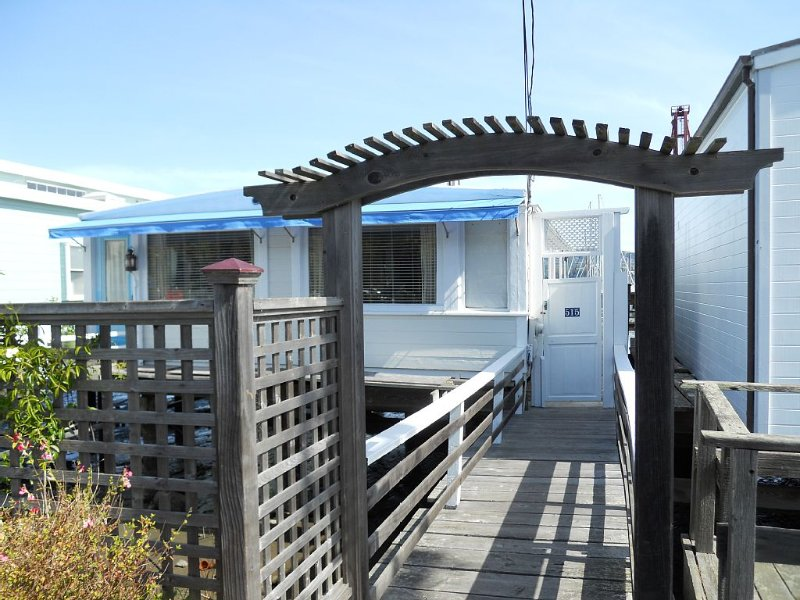 Cottage by the Bay - Secluded, Romantic, Private, on the Water, vacation rental in Sausalito