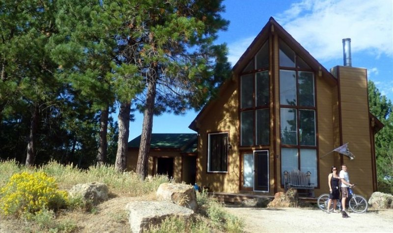 Cascade Lake 250 Yds to Lake/boat launch /Windancer Lodge, holiday rental in Cascade