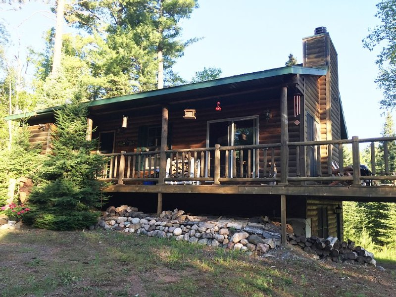 Private & Quaint Cabin in Mercer.  Close To Town With Many Northwoods Amenities., holiday rental in Mercer