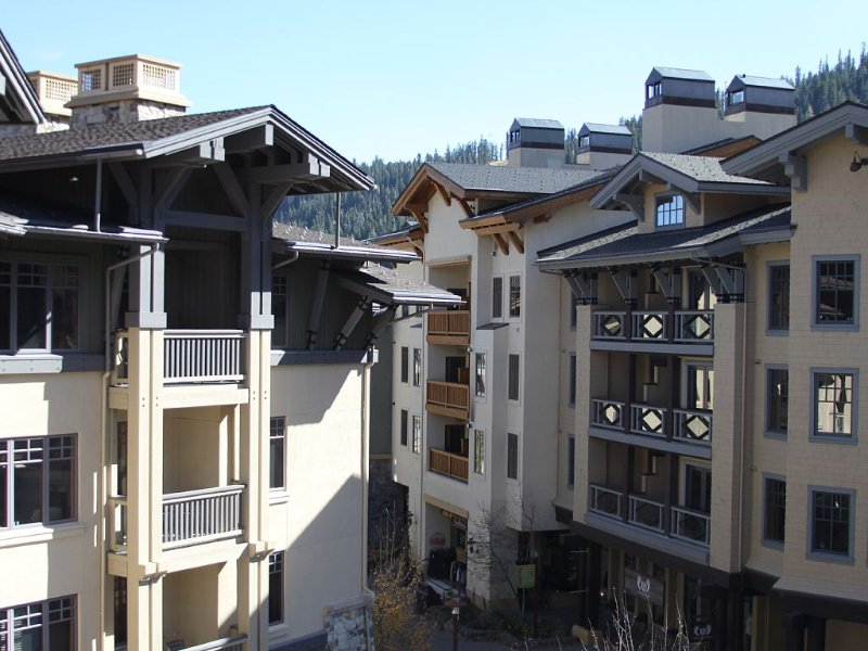 Village at Squaw, Ski-in/Ski-out, 1 Br+Den, Top Flr Unit, alquiler de vacaciones en Olympic Valley