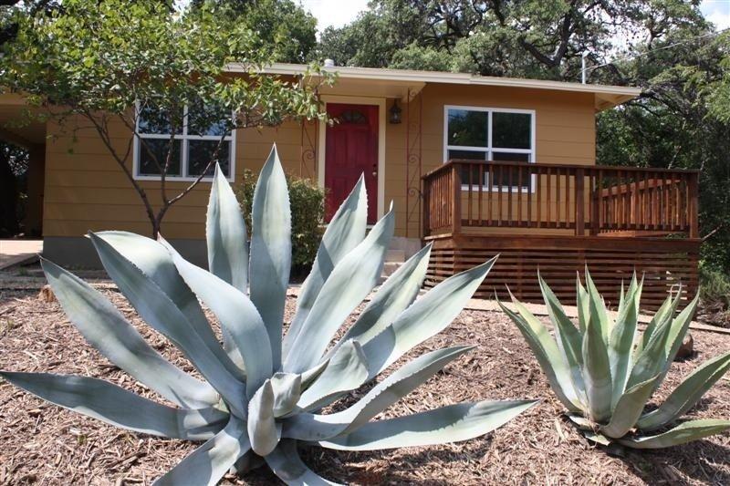 Sweet & comfortable 2/1 Bouldin home.Walk to food trailers,Zilker/Barton Springs – semesterbostad i Austin