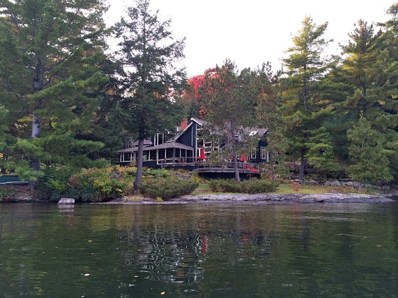 Lake Joseph Luxury Retreat, vacation rental in Muskoka District