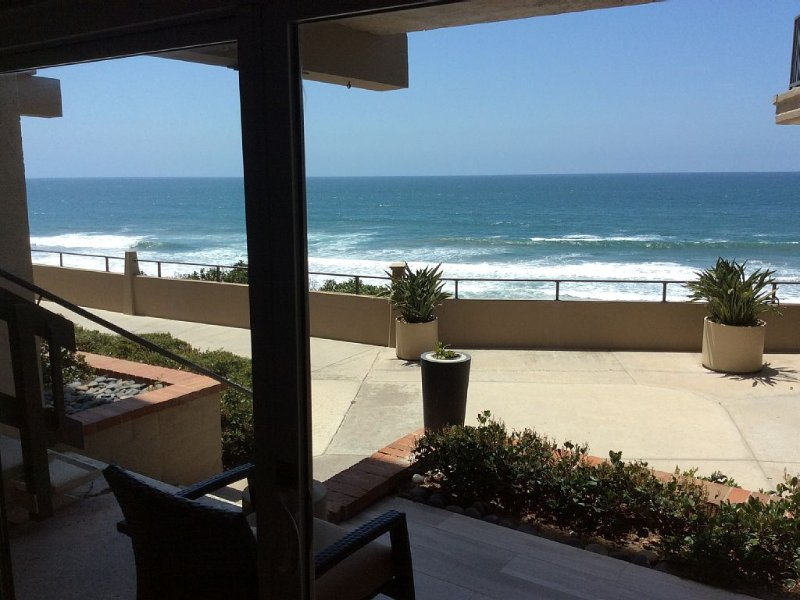 Ocean Front Views of whole Pacific Ocean. Fully re-built interiors 2015, vacation rental in Solana Beach