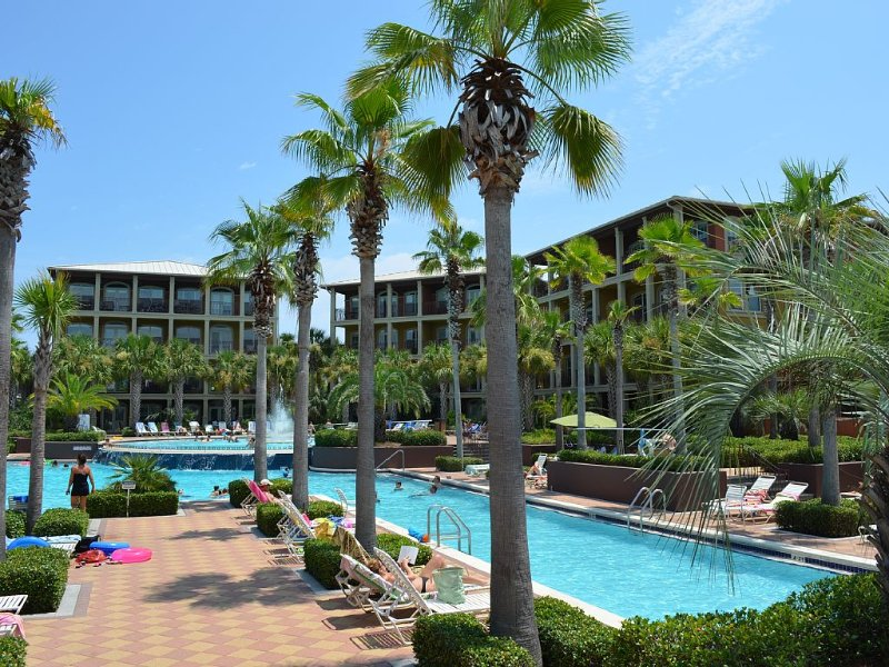 'It's A Beautiful Day!' This gorgeous condo, overlooks the resort size pool!, holiday rental in Seacrest Beach