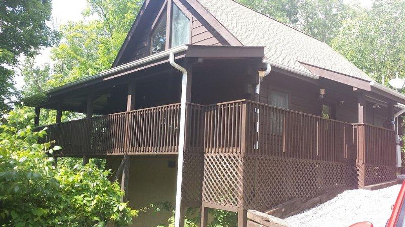 Enjoy 2 Vacations In One * Douglas Lake Resort, alquiler de vacaciones en Sevierville