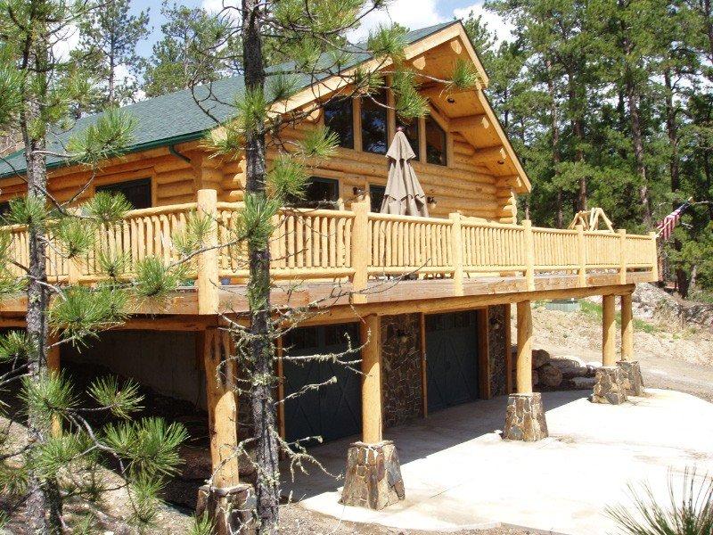 Moonshine Lodge --- Gorgeous Mountain Views!, casa vacanza a Custer