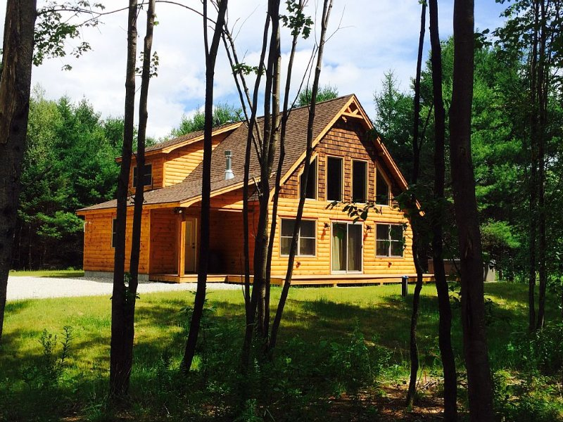 Riverfront Ski Chalet Cabin only minutes to Sunday River Resort & Trails Galore!, holiday rental in Bethel