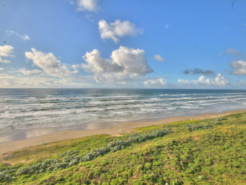 Beautifully Remodeled Beach Front Condo with Spectacular Ocean Views, vacation rental in Port Aransas