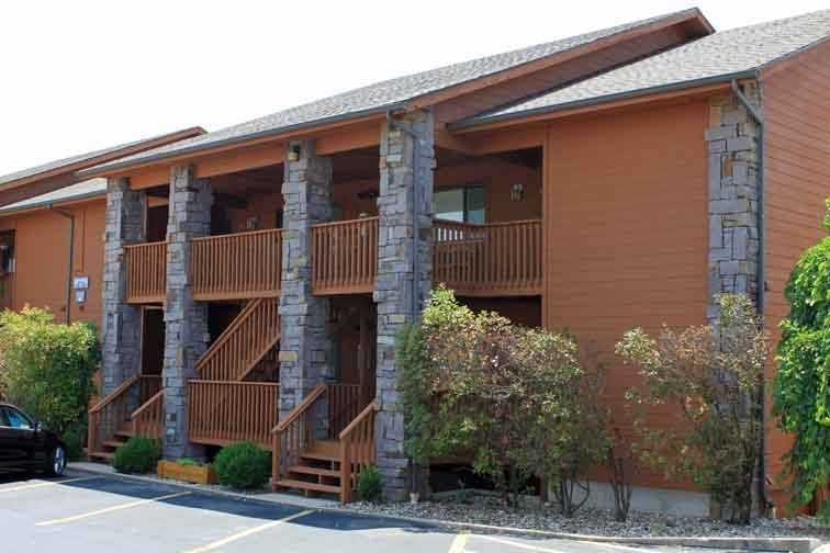 Ground Level 2/2 Condo With Balcony, vacation rental in Branson