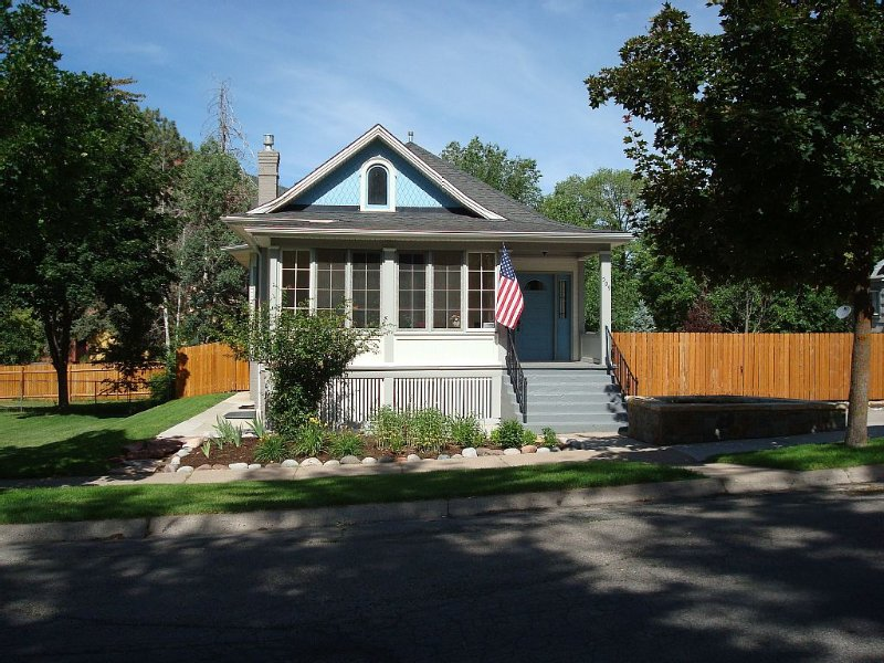 Downtown Victorian with modern finishes and centrally located, holiday rental in Glenwood Springs