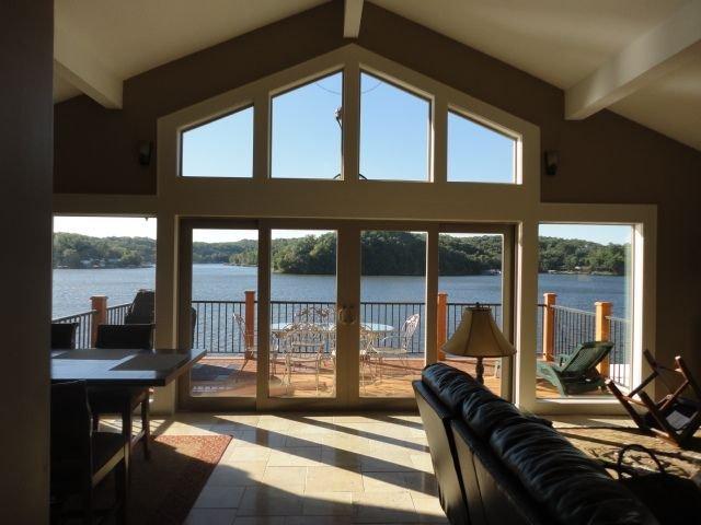 Terrific View Lakefront Granite Kitchen Fireplace Pontoon & Fishing Boats Avail, location de vacances à Camdenton