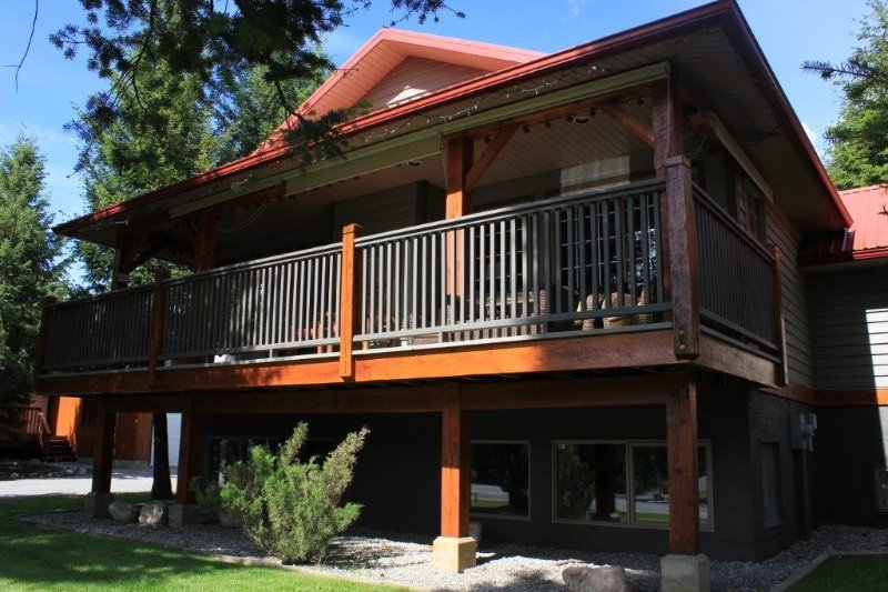 Windermere Copperpoint Golf/Ski/Snowmobile Family Chateau, Invermere., Ferienwohnung in Fairmont Hot Springs