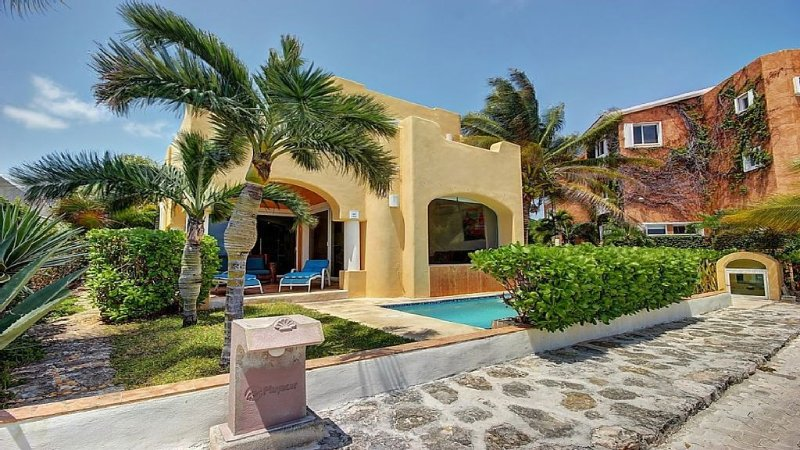 Beautiful Mexican Style Home in Gorgeous Private Community, location de vacances à Playa del Carmen