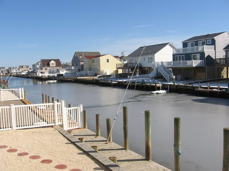 Lagoon waterfront family getaway!, vacation rental in Beach Haven West