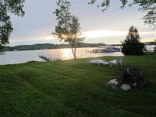 Walloon cottage close to Petoskey, golf, fishing, restaurants, and shopping, holiday rental in Petoskey