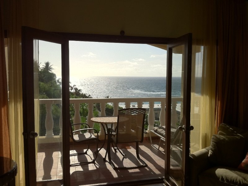 2 King Bedrooms 2 Bath water views pool High Floor 2 masters great for 2 couples, holiday rental in Oyster Pond