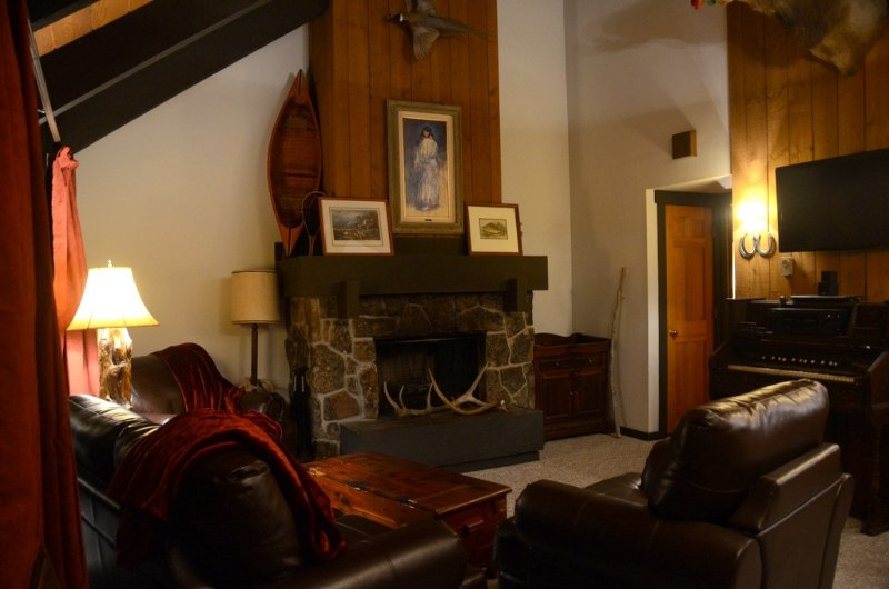 Very Comfortable Condo -Ski & Play All Day Then Relax In This Welcoming Retreat, holiday rental in Big Sky
