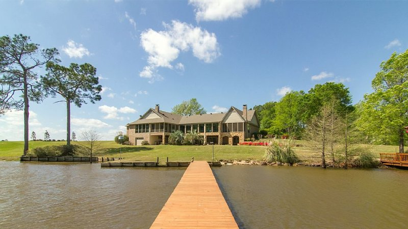 Lake Palestine's Best Property for Vacations, Reunions, Events, Get-Aways!!!, alquiler vacacional en Larue