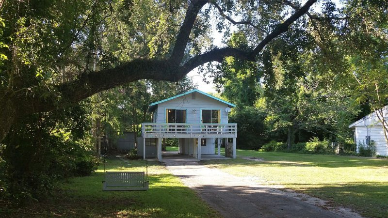 Seaside Retreat 2 blocks from the beach., holiday rental in Pass Christian