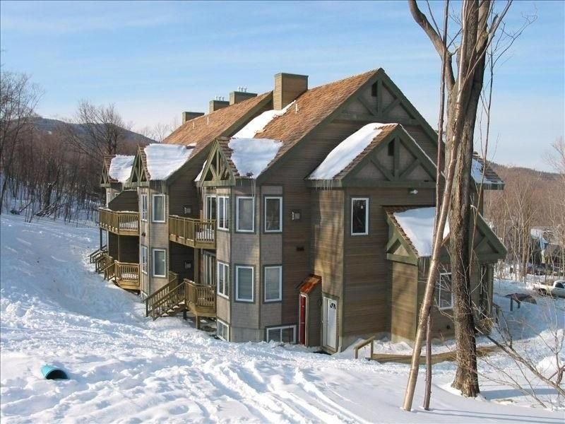 Jay Peak Resort Ski-in Ski-Out 4 or 2 BR Slopeside Condo, Ferienwohnung in Mansonville