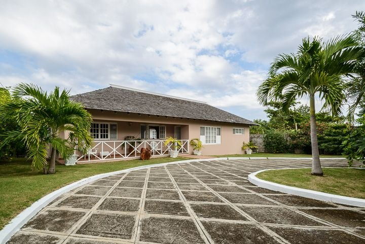 Secluded Villa For Up To 8 Persons With A Panoramic View Of The Caribbean Sea, vacation rental in Port Maria
