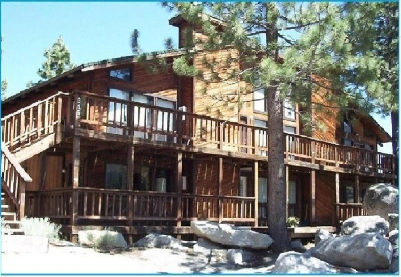 Lake Tahoe Mountain-Top Condo, holiday rental in Stateline