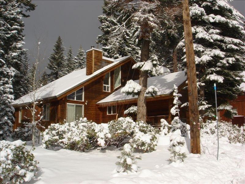 North Shore Lake Tahoe - Near Ski Resort and Beach – semesterbostad i Tahoe Vista