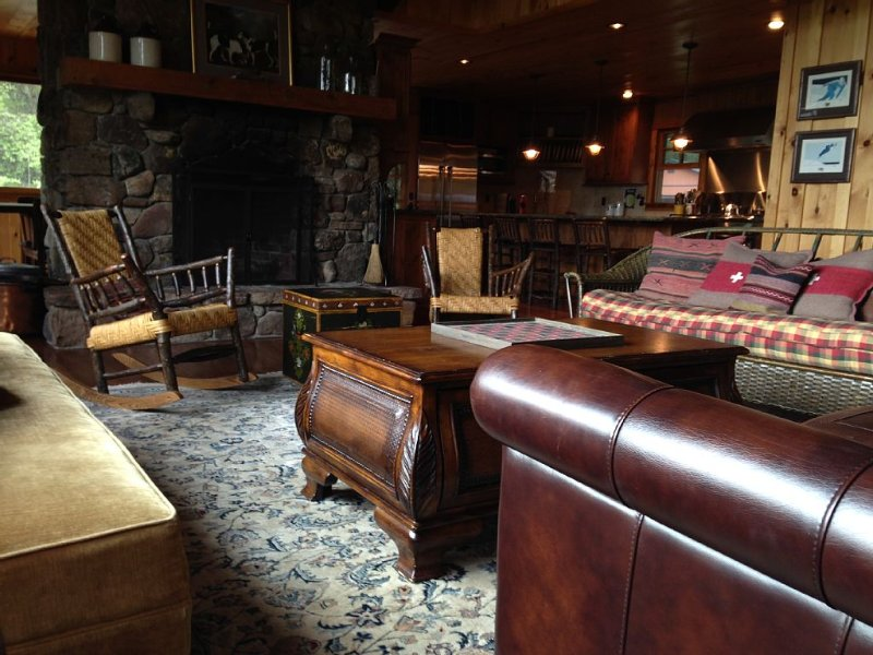 Gorgeous Adirondack Camp with Spectacular Mountain Views, holiday rental in Lake Placid