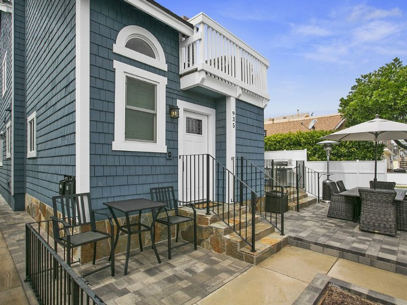 Just steps from the beach!, vacation rental in Newport Beach