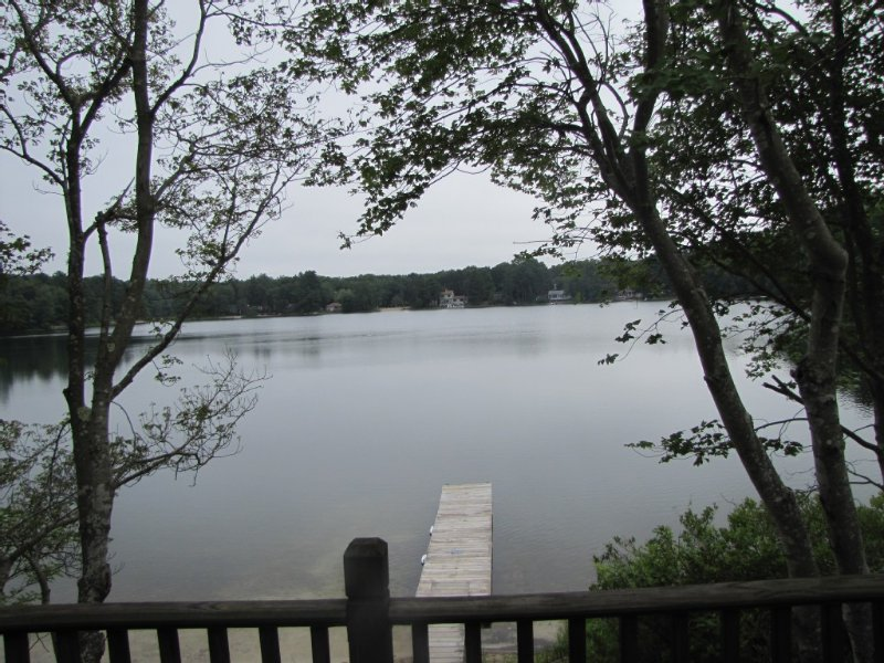 Waterfront Cottage with Sandy Beach On Peaceful Micajah Pond, casa vacanza a Marshfield