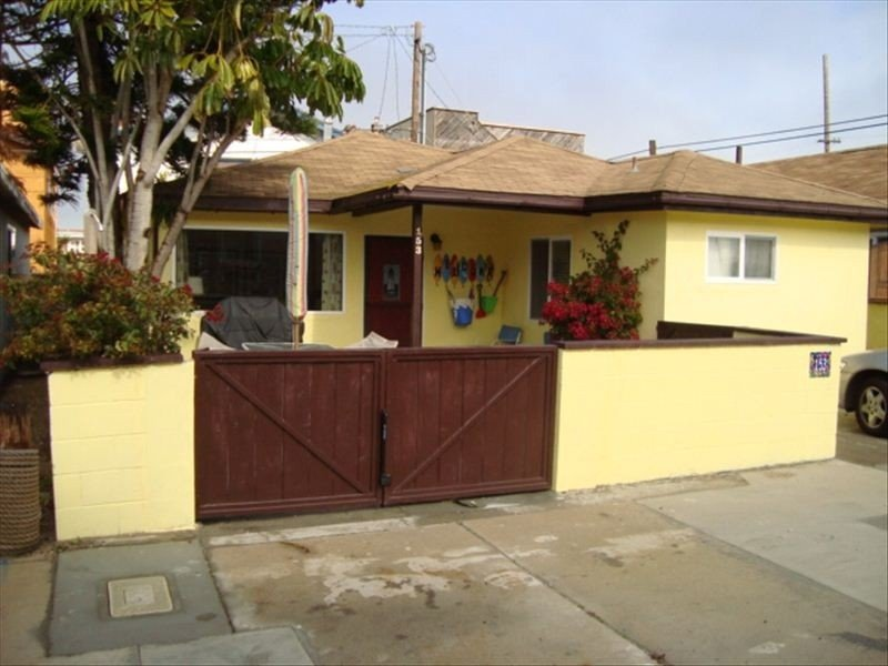 Charming Silverstrand Beach Cottage Just Steps to the Sand!, holiday rental in Port Hueneme