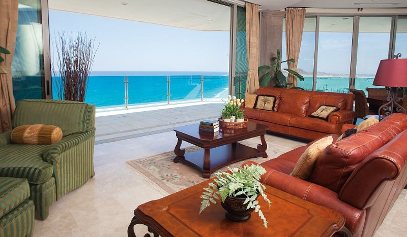 Stunning Penthouse on the Water • Jacuzzi • Grill • END UNIT • Amazing Views, holiday rental in La Choya